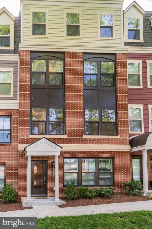 Immaculate 4 level Townhome with rooftop terrace - 3965 OAK ST, FAIRFAX