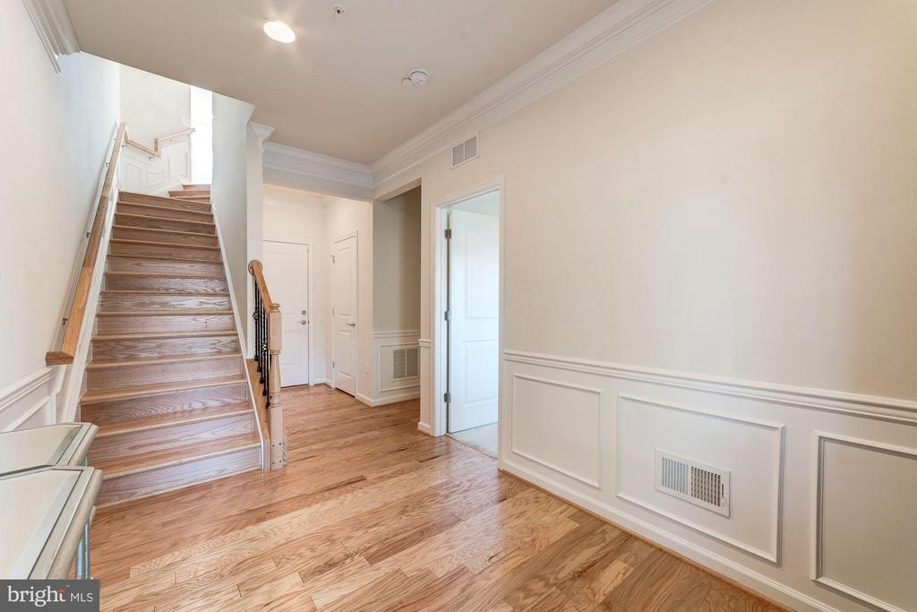 Custom Moulding Throughout Home - 3965 OAK ST, FAIRFAX