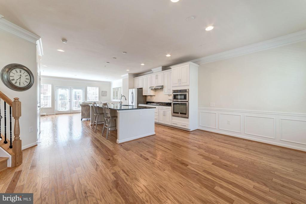 Quality Hardwood Floors That Gleam - 3965 OAK ST, FAIRFAX