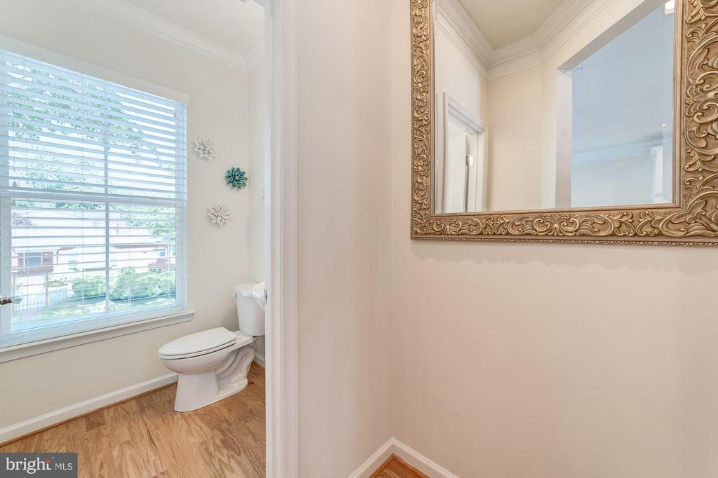 Half Bath on Kitchen Level - 3965 OAK ST, FAIRFAX