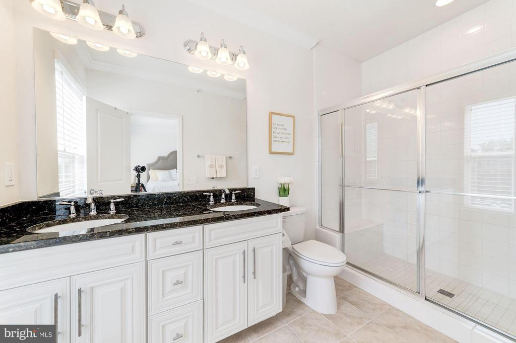 Master Bathroom - 3965 OAK ST, FAIRFAX