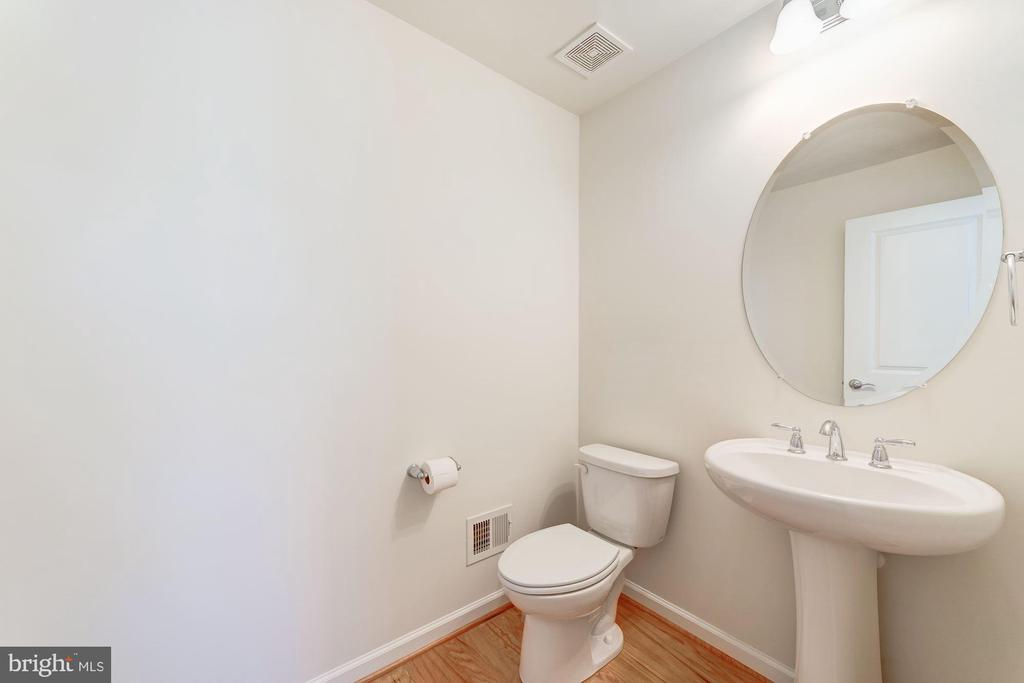 Half Bath On Fourth Level - 3965 OAK ST, FAIRFAX