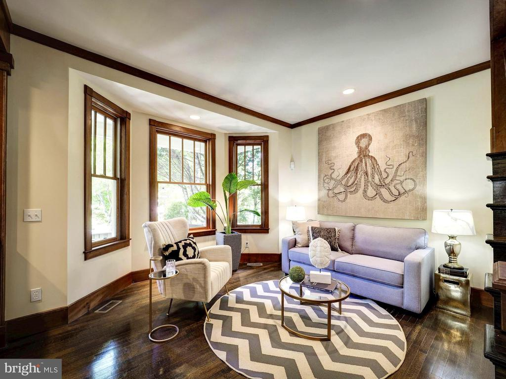 Living room with expansive windows - 4412 WALSH ST, CHEVY CHASE