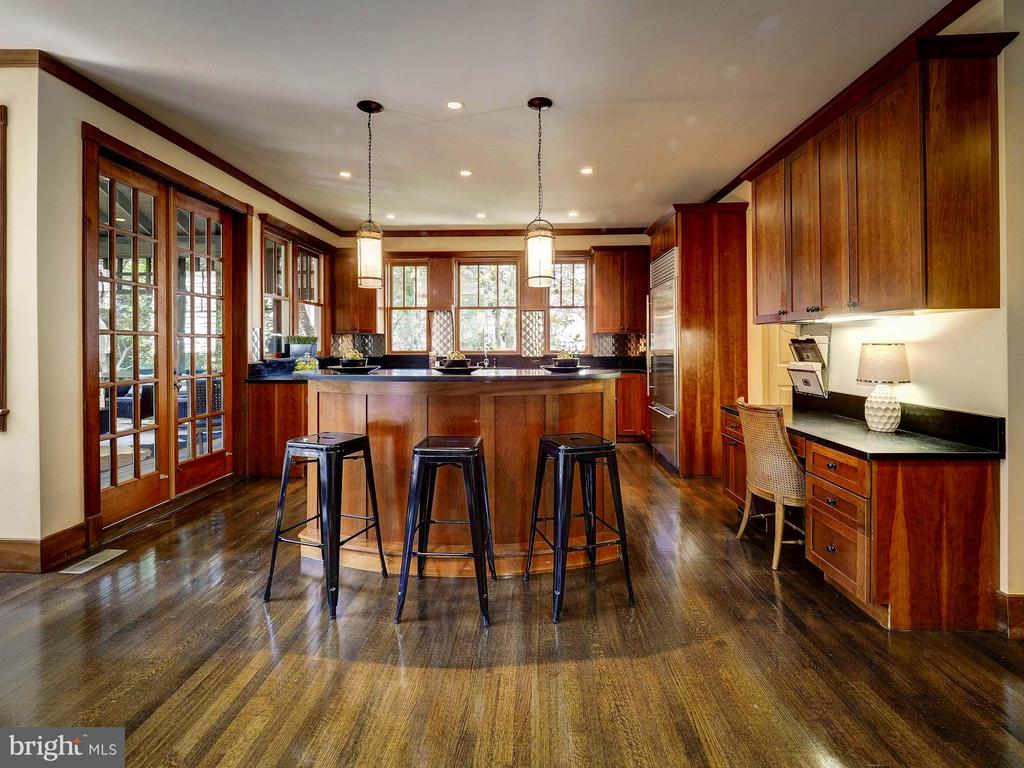 French doors from kitchen to screened-in porch - 4412 WALSH ST, CHEVY CHASE