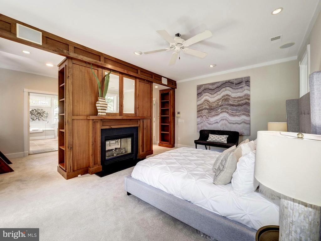 Owner's suite bedroom chamber - 4412 WALSH ST, CHEVY CHASE