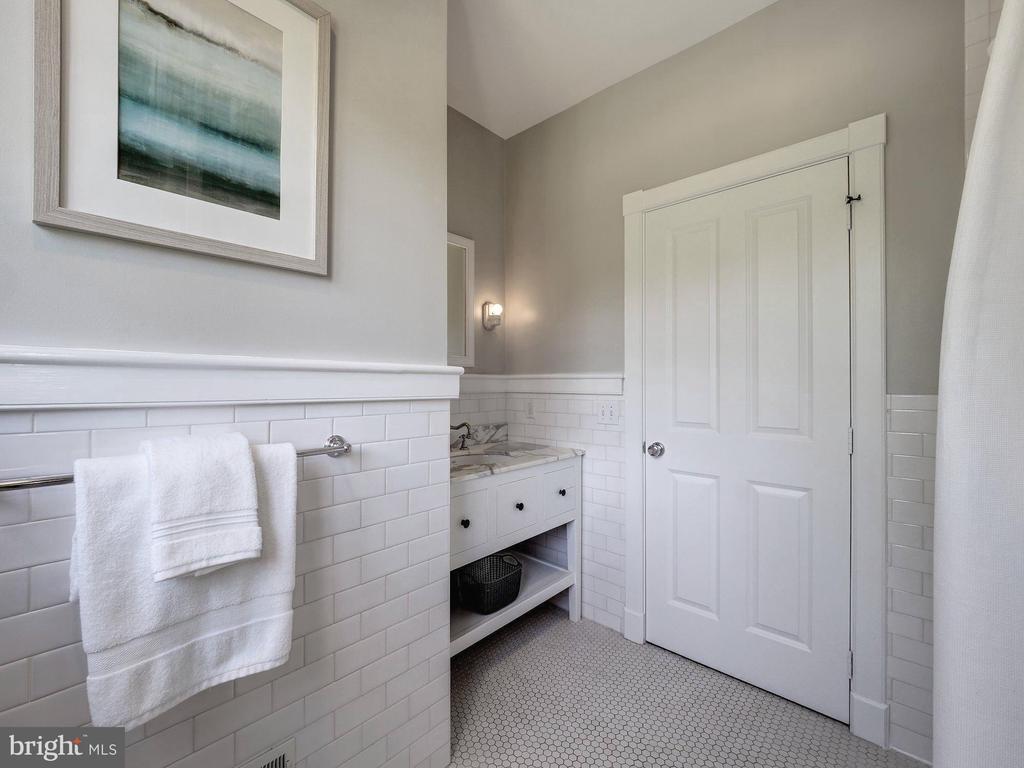 Second level full hall bath (bath #2) - 4412 WALSH ST, CHEVY CHASE