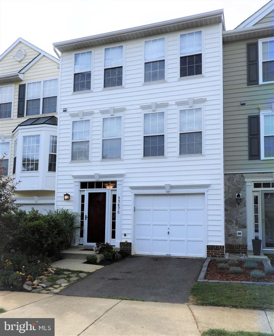 Single Family for Sale at 35870 Devon Park Sq Round Hill, Virginia 20141 United States