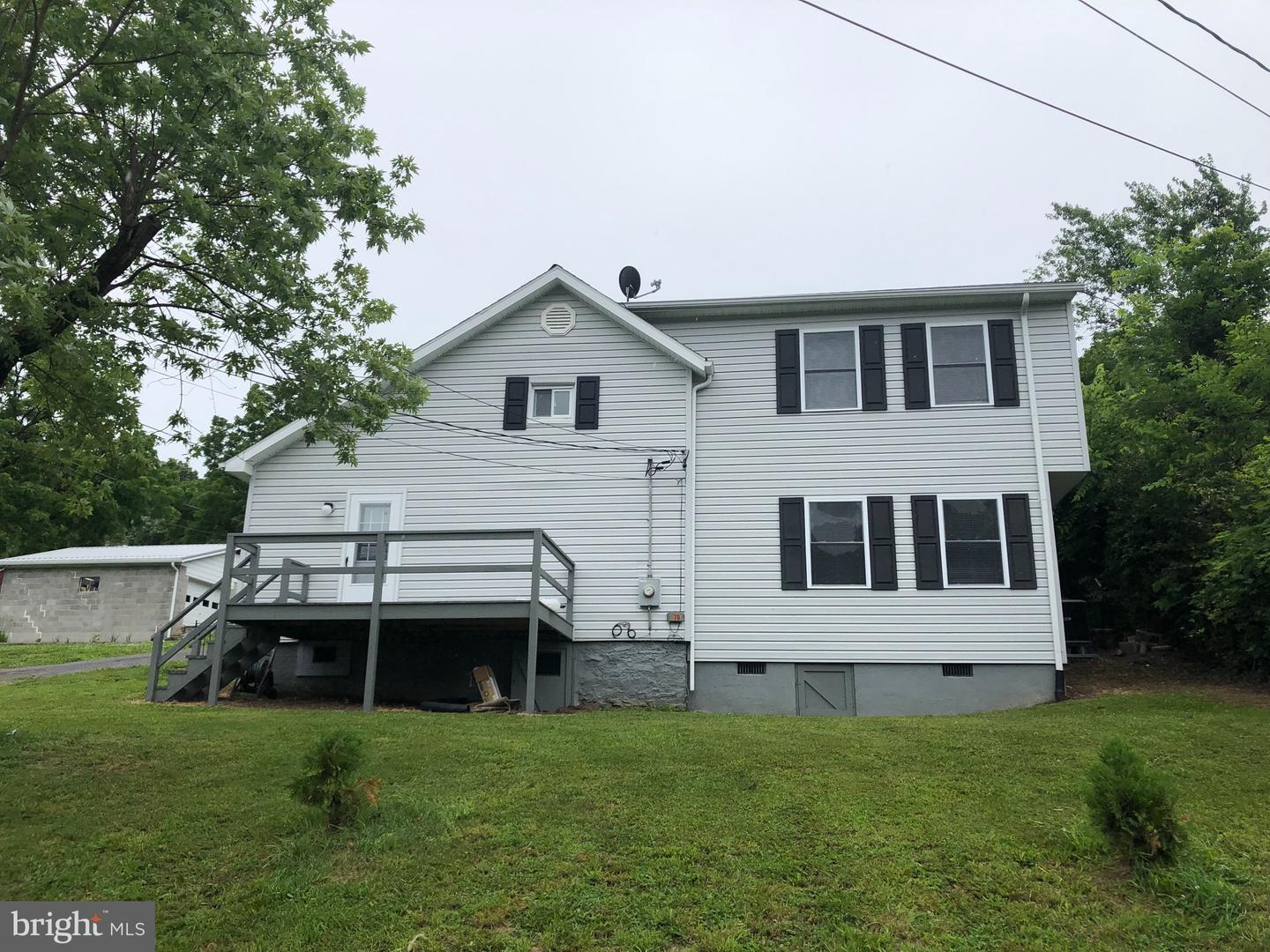 Single Family for Sale at 70 Mill St Berkeley Springs, West Virginia 25411 United States