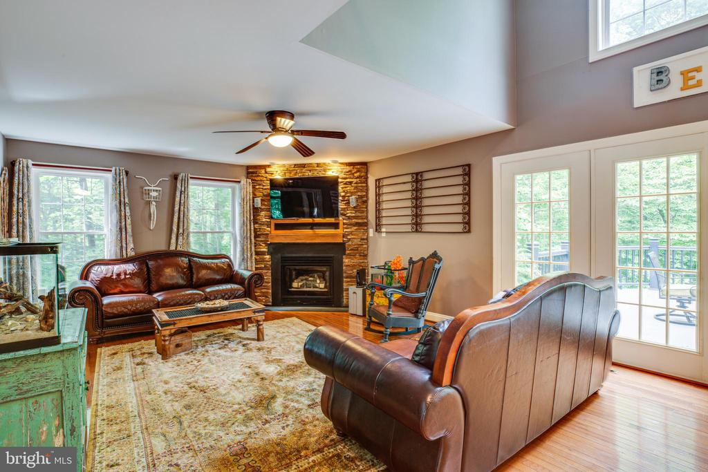 Light filled family room - 36 BETHANY WAY, FREDERICKSBURG