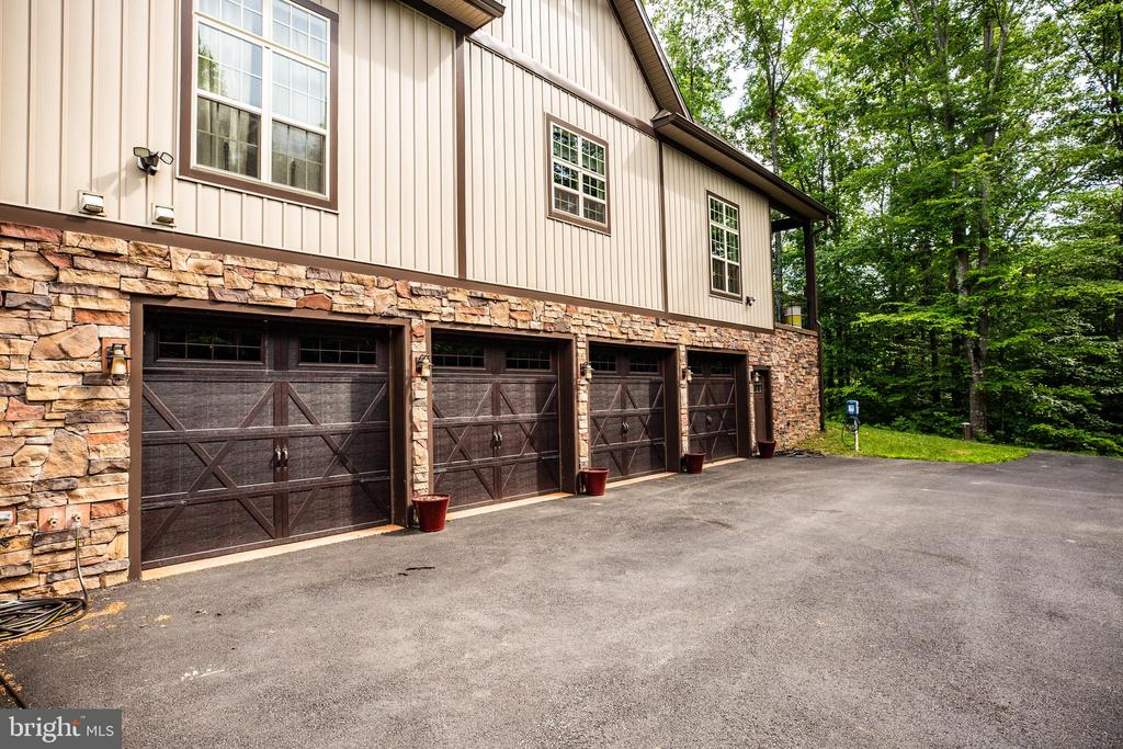 4 bay garage w/ interior drains AND  heat & a/c! - 36 BETHANY WAY, FREDERICKSBURG