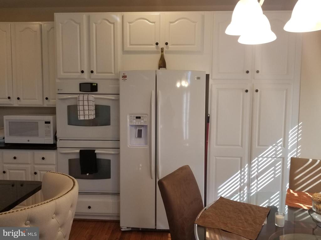 Kitchen is roomy & has a nice size pantry. - 1850 BRENTHILL WAY, VIENNA