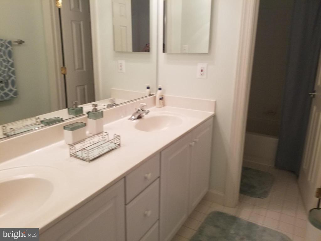 Double vanity in the hall bathroom. - 1850 BRENTHILL WAY, VIENNA