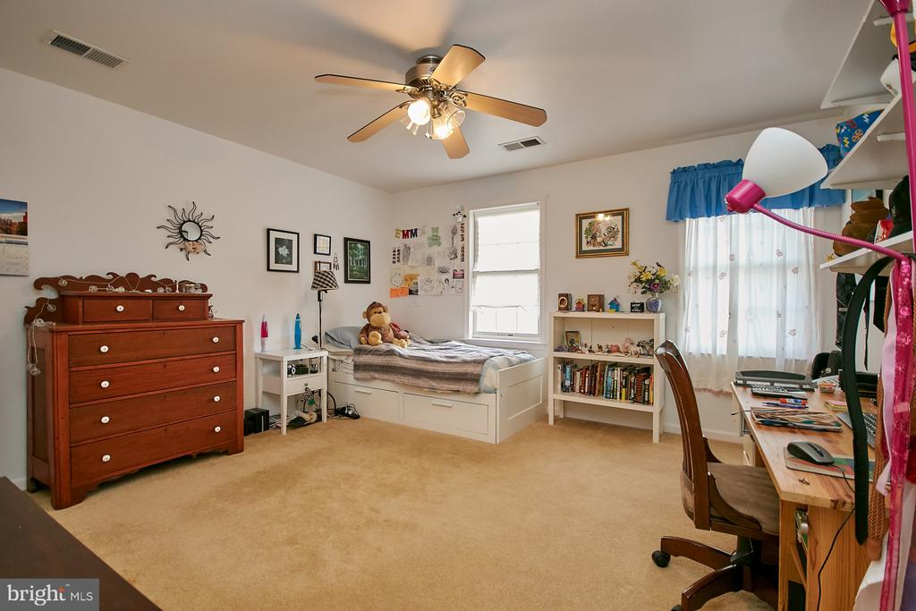 Large Upper Level Secondary Bedroom - 19187 SWAN CT, PURCELLVILLE