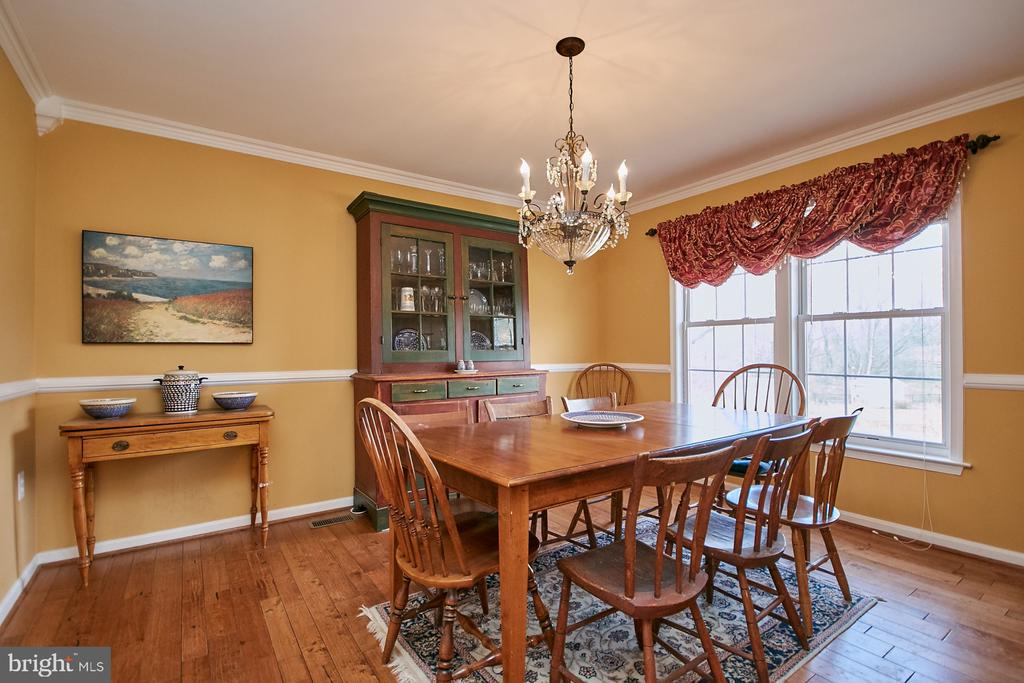 Formal Dining Room with Hardwood Floor - 19187 SWAN CT, PURCELLVILLE