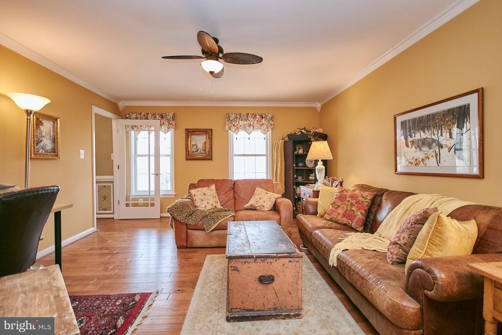 Living Room has Hardwood and Lighted Ceiling Fan - 19187 SWAN CT, PURCELLVILLE