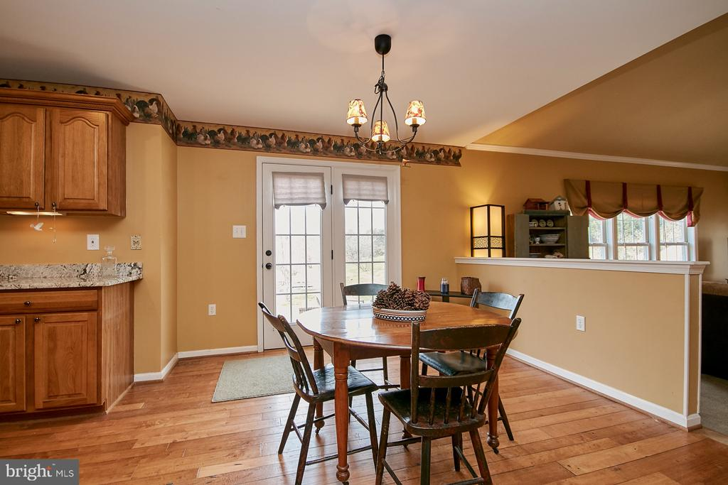 Breakfast Area Leading to Rear Patio - 19187 SWAN CT, PURCELLVILLE