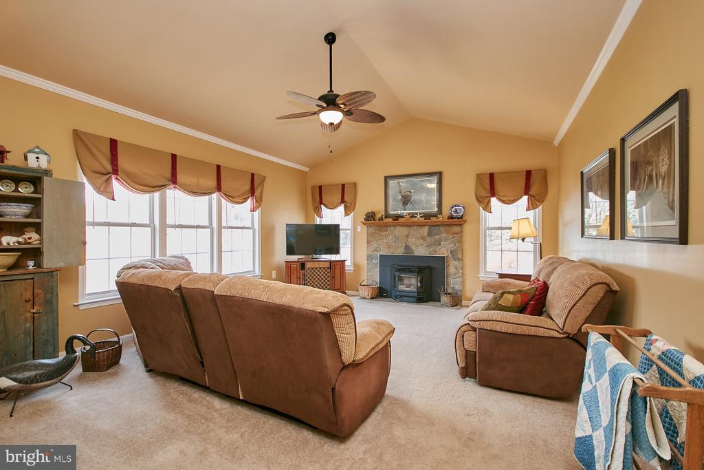Family Room with Pellet Stove - 19187 SWAN CT, PURCELLVILLE