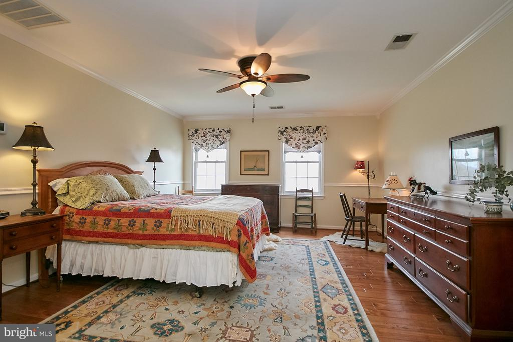 Master Bedroom with Lighted Ceiling Fan - 19187 SWAN CT, PURCELLVILLE
