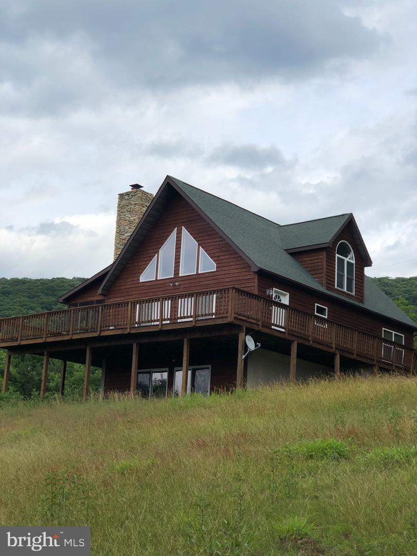 Single Family for Sale at 1002 Upland Trl Berkeley Springs, West Virginia 25411 United States