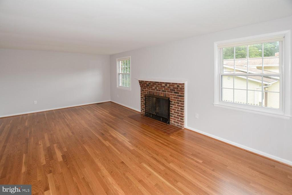 Living Room with Fireplace - 8233 MCNEIL ST, VIENNA