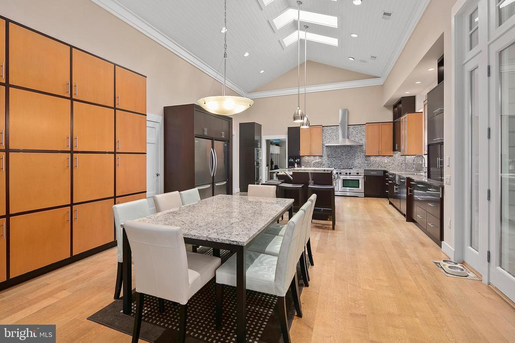 Gourmet Kitchen w/Built-in Cabinetry - 11304 HUNTOVER DR, NORTH BETHESDA