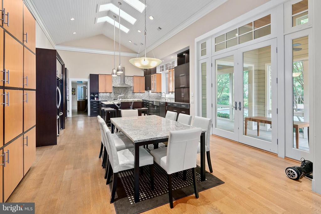 Gourmet Eat-in Kitchen opens to Patio - 11304 HUNTOVER DR, NORTH BETHESDA