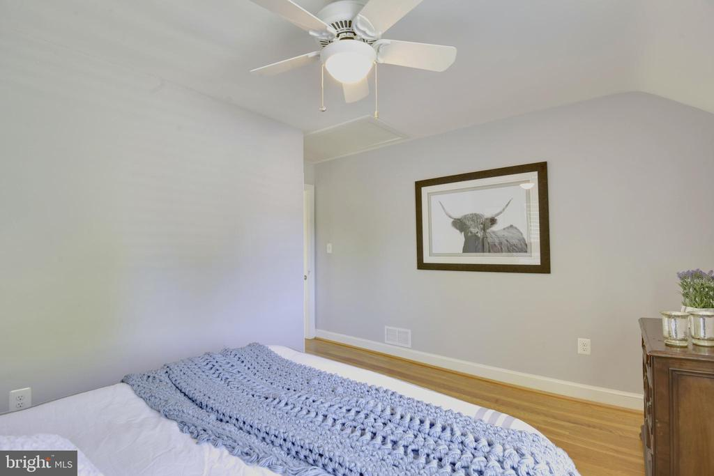 Master Bedroom with Ceiling Fan - 398 N EDISON ST, ARLINGTON