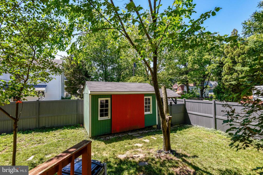 Big Backyard with Large Shed - 398 N EDISON ST, ARLINGTON