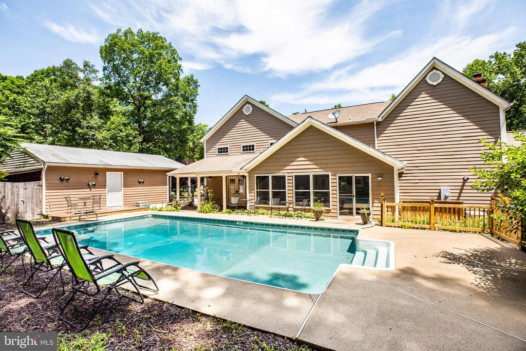 Relaxing back pool area! - 13304 BROOKCREST CT, FREDERICKSBURG