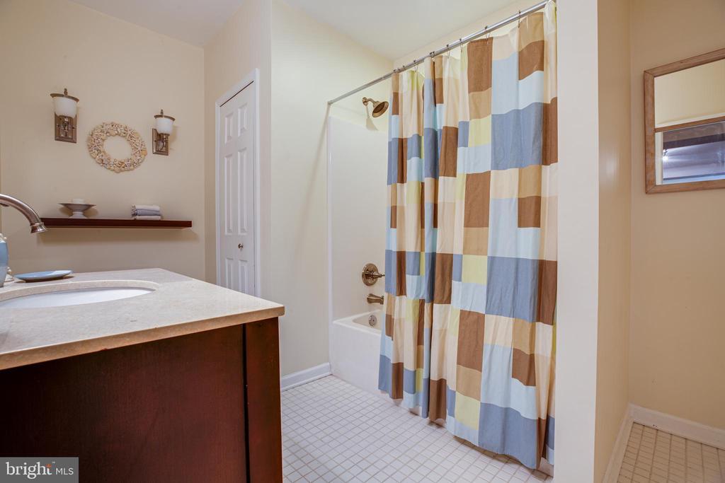 Lower -level full bath - 13304 BROOKCREST CT, FREDERICKSBURG