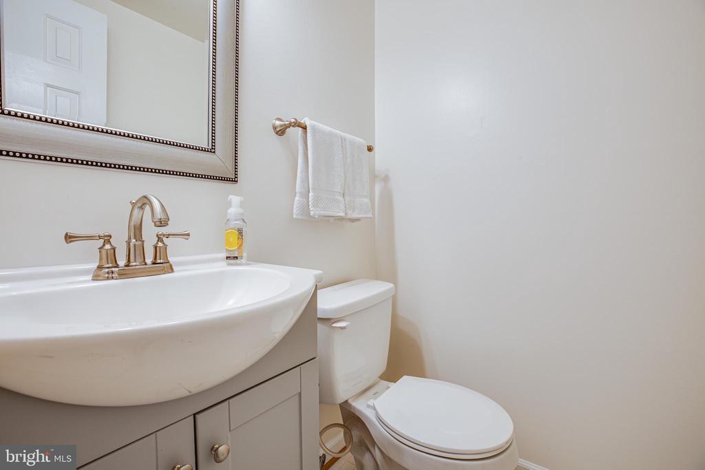 Half bath, main level - 13304 BROOKCREST CT, FREDERICKSBURG