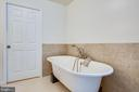 Relax in your large soaking tub - 13304 BROOKCREST CT, FREDERICKSBURG