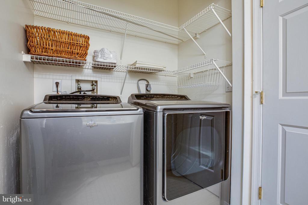 Upper level laundry with washer/dryer - 13304 BROOKCREST CT, FREDERICKSBURG