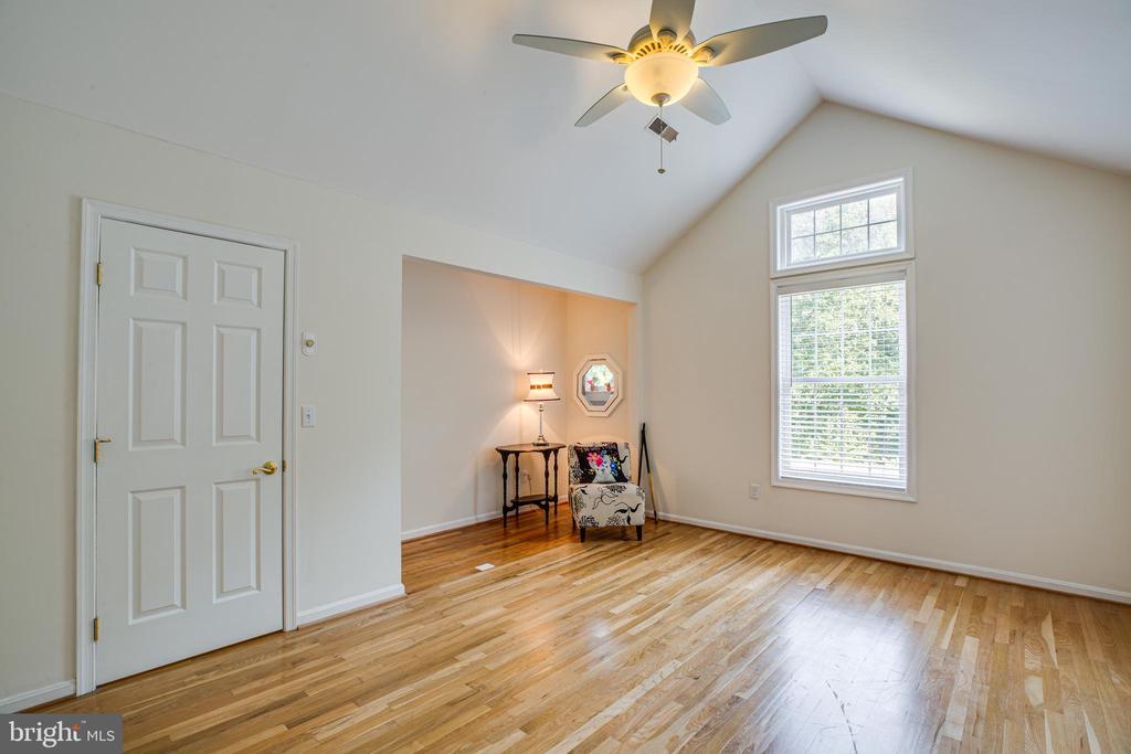 Upper level master suite - 13304 BROOKCREST CT, FREDERICKSBURG