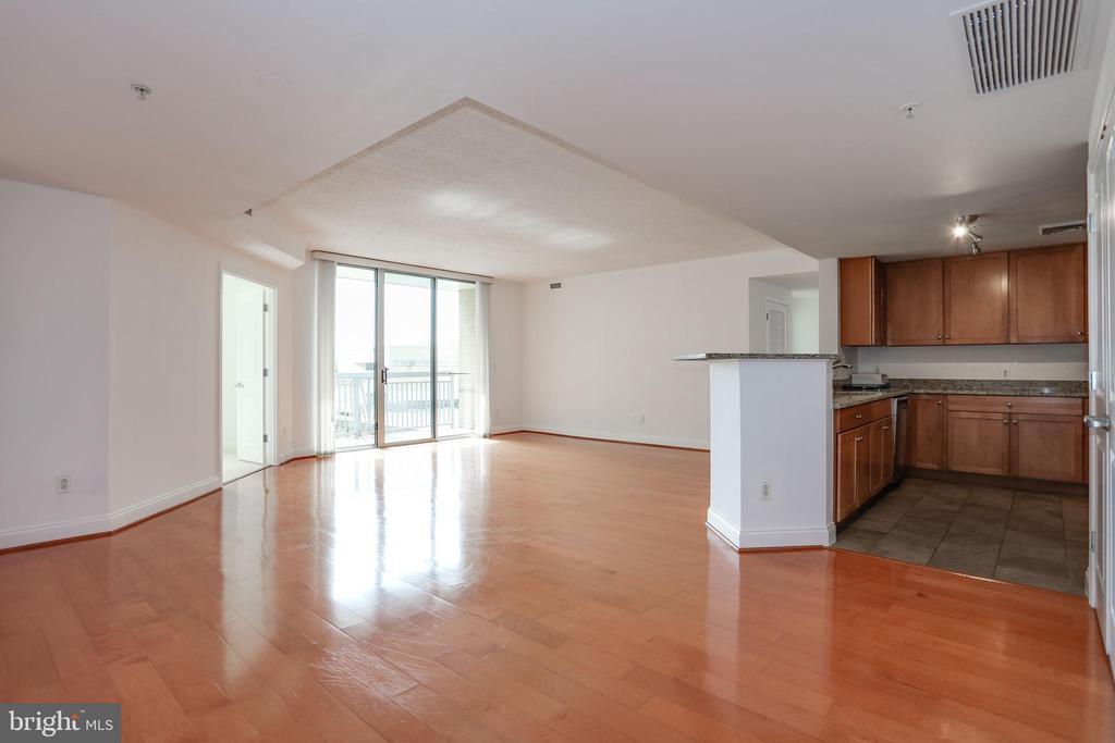 Dining / Living Room and Kitchen - Hardwood Floors - 1020 N HIGHLAND ST #524, ARLINGTON