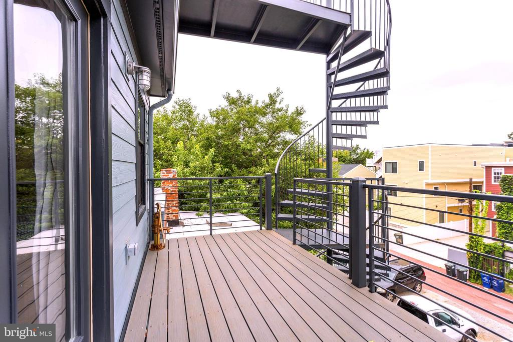 Large Private balcony facing north - 763 MORTON ST NW #4, WASHINGTON
