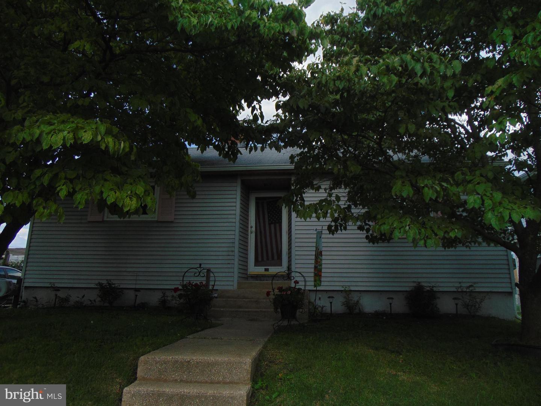 duplex homes для того Продажа на Runnemede, Нью-Джерси 08078 Соединенные Штаты