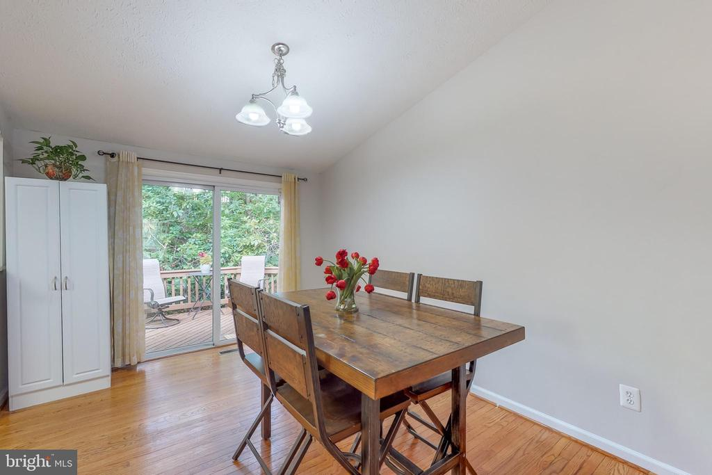 Dining room opens up to deck - 8405 TERRA WOODS DR, SPRINGFIELD
