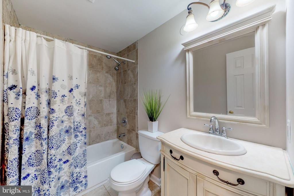 Updated Hall bath - 8405 TERRA WOODS DR, SPRINGFIELD