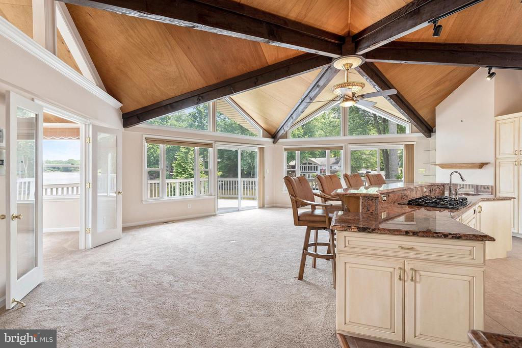 OPEN AIRY LIVING SPACE WITH LOTS OF WINDOWS - 100 HARBOURVIEW DR, LOCUST GROVE