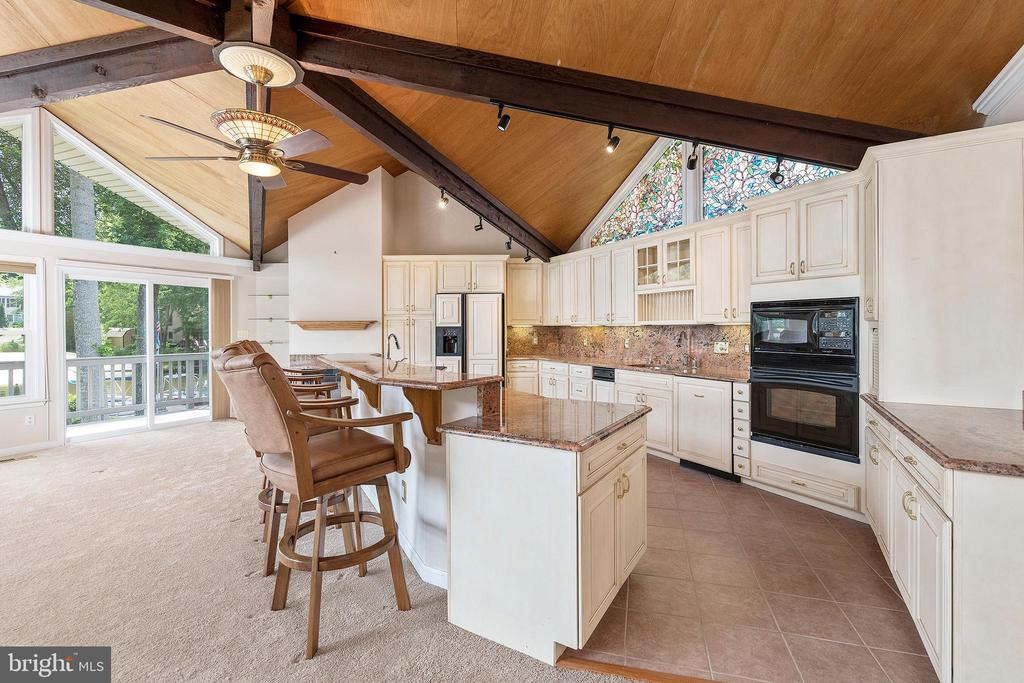 GOURMET KITCHEN WITH WITH GE PROFILE APPLIANCES - 100 HARBOURVIEW DR, LOCUST GROVE