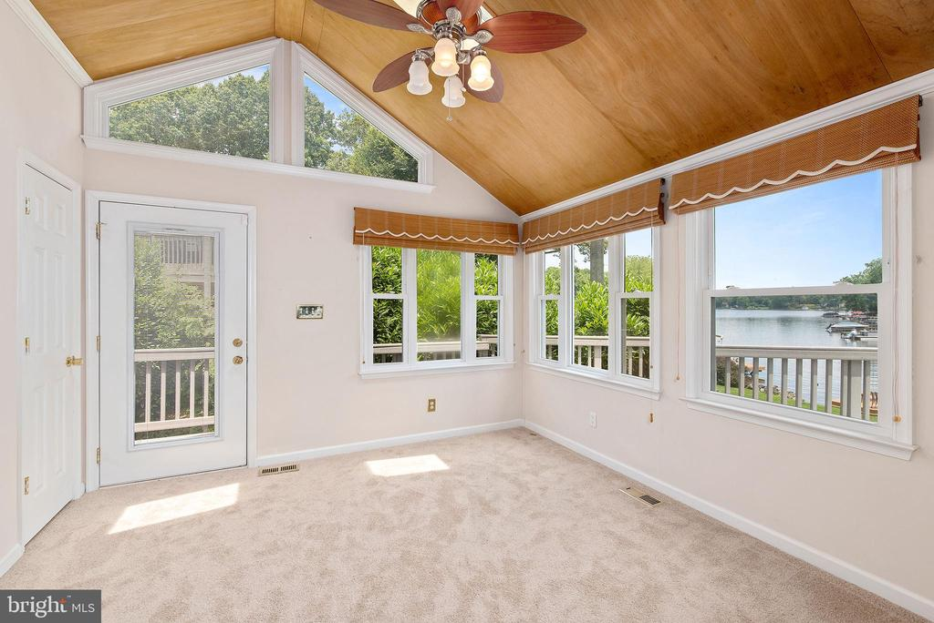 OFFICE WITH HALF BATHROOM WITH DECK ACCESS - 100 HARBOURVIEW DR, LOCUST GROVE