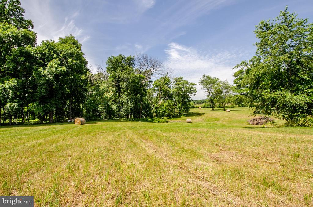 Property produces beautiful round bales - 20659 FURR RD, ROUND HILL
