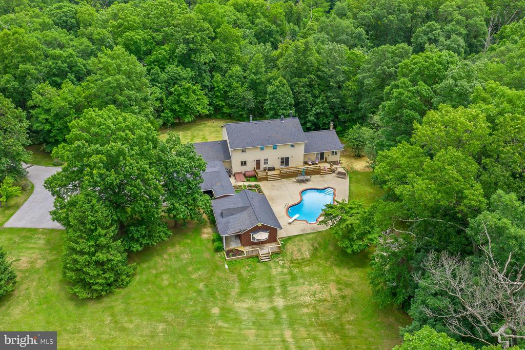 Fabulous 5 bedroom home with Guest Cottage - 20659 FURR RD, ROUND HILL