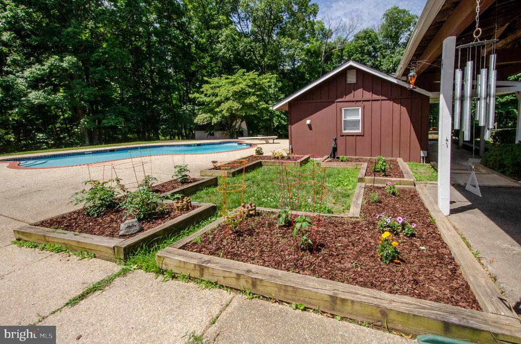 Raised vegetable beds are underway this Summer! - 20659 FURR RD, ROUND HILL