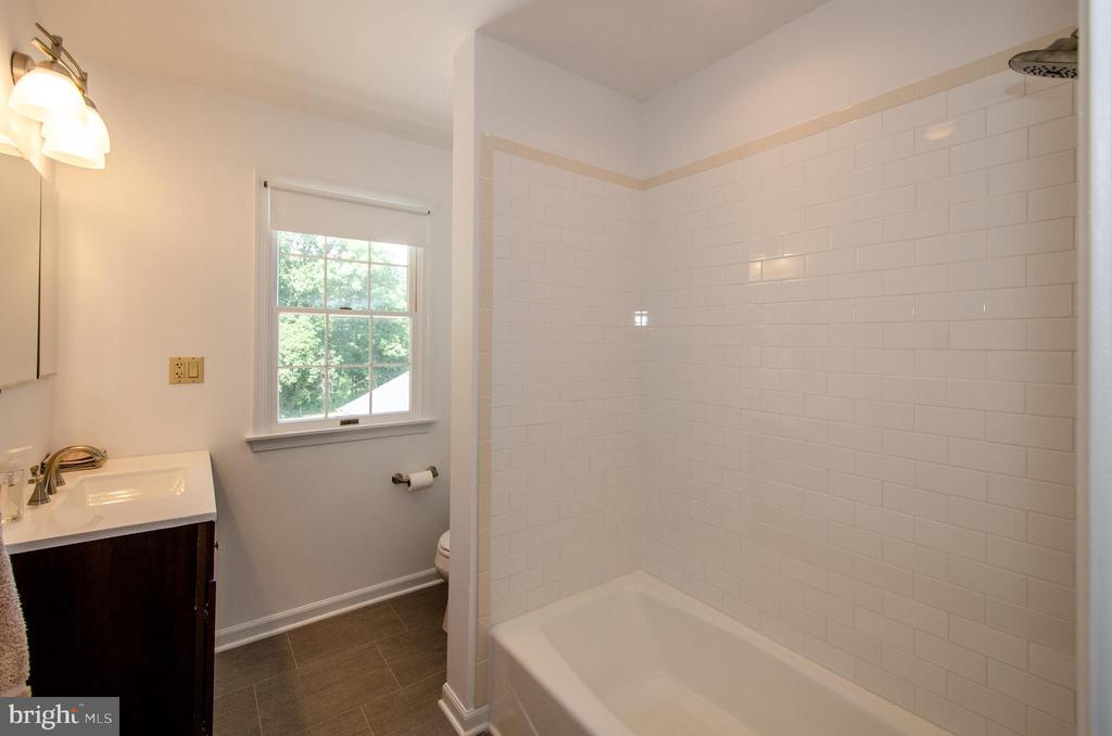 One of two full baths on the upper level - 20659 FURR RD, ROUND HILL