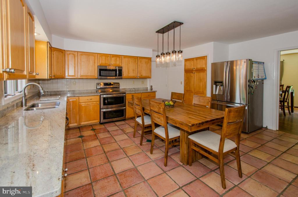 New Granite & Stainless Steel Appliance - 20659 FURR RD, ROUND HILL