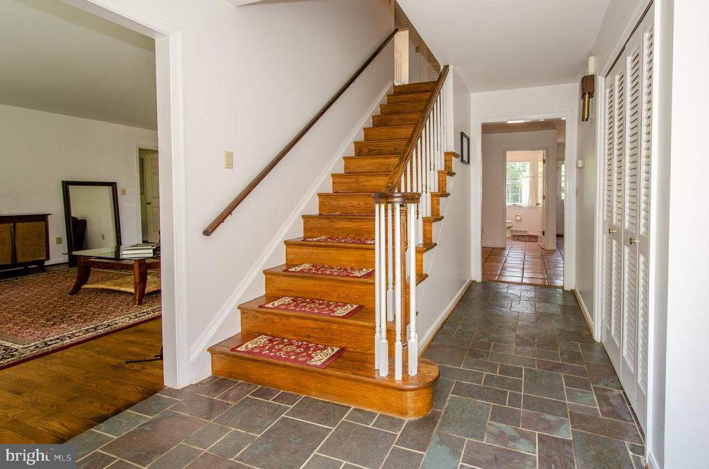 Classic Center Hall Colonial - 20659 FURR RD, ROUND HILL