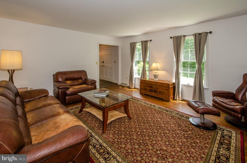 Large Front Living Room - 20659 FURR RD, ROUND HILL