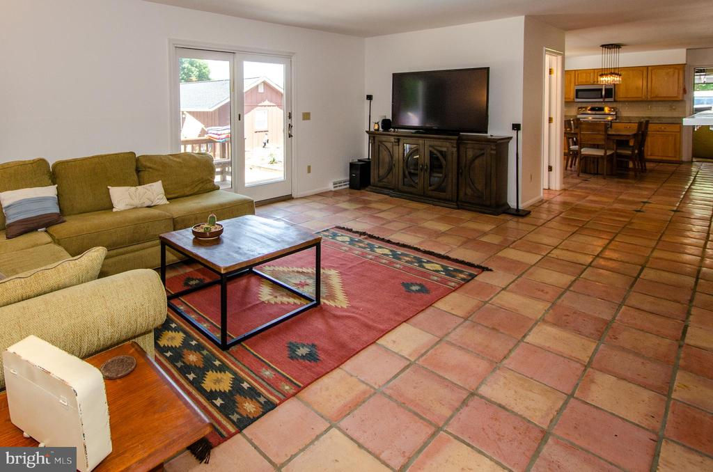Family Room with Fireplace and doors to pool - 20659 FURR RD, ROUND HILL